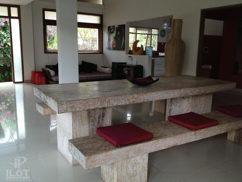 Beautiful villa 4 bedrooms central Seminyak