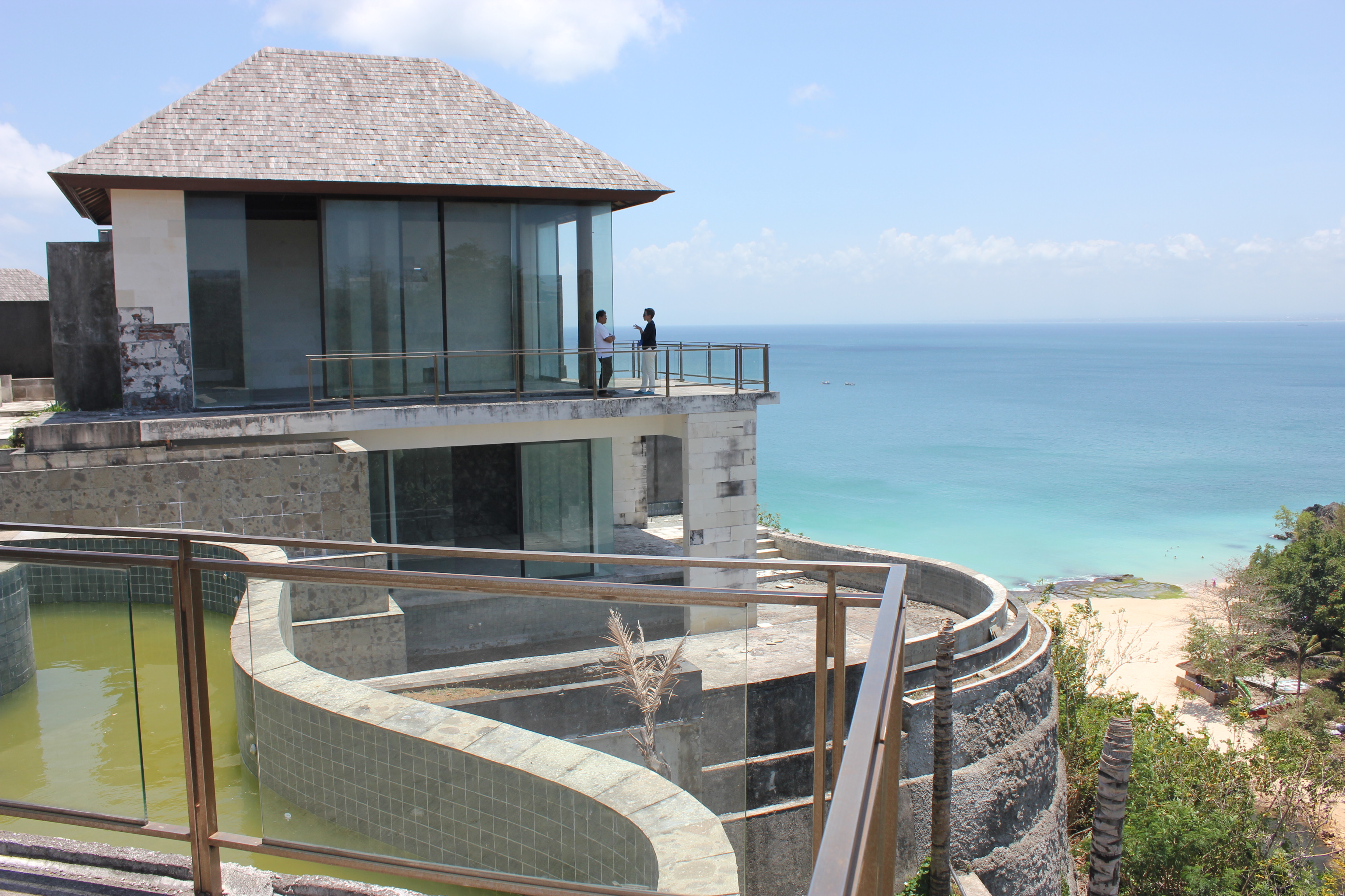 Superb Cliff Front 6 Bedroom Villa in Balangan