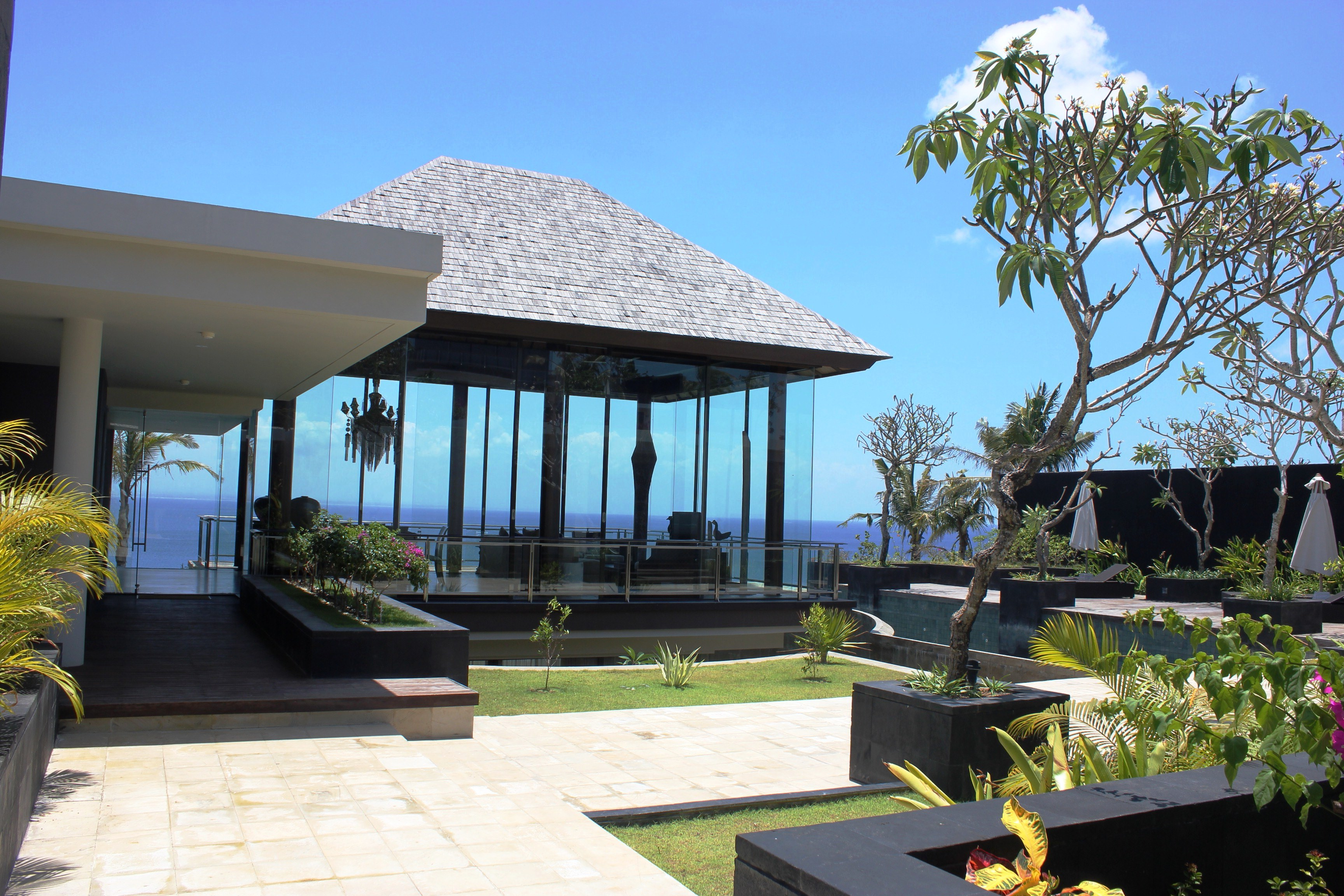 4 Bedrooms Cliff Front Villa in Jimbaran