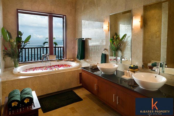 Amazing Luxury Villa, Absolutely Beach Front!