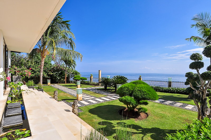 Luxurious 6 Bedrooms Freehold Beachfront Property In Buleleng