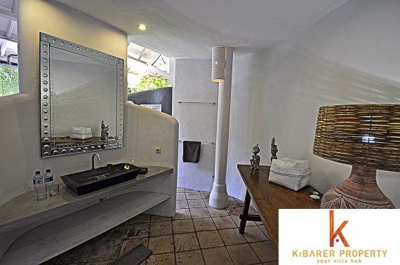 Unique villa for sale in Oberoi
