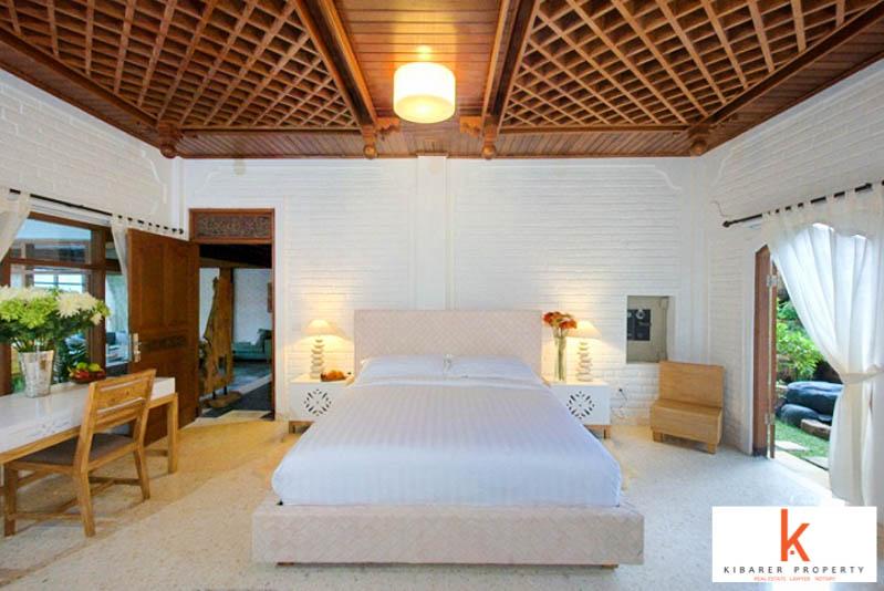 6 Kamar Tidur Villa Dijual di Legian