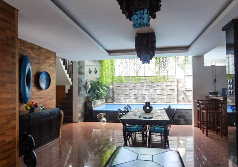 Cozy 3 Level Villa for Sale in Semer