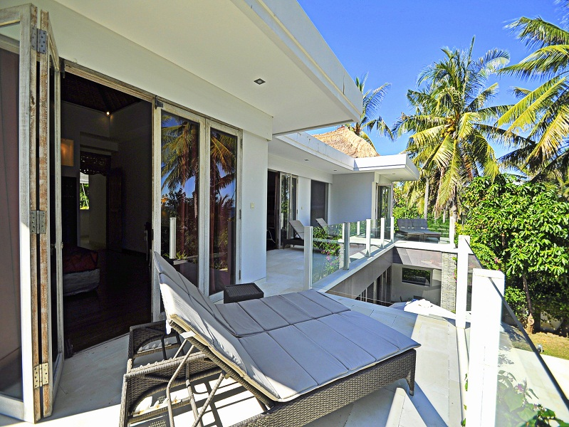 Beautiful beachfront property for sale in Padang Bay