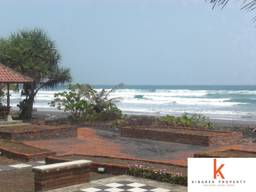 Amazing Traditional 8 Bedrooms Beachfront Real Estate for Sale in Pekutatan Jembrana