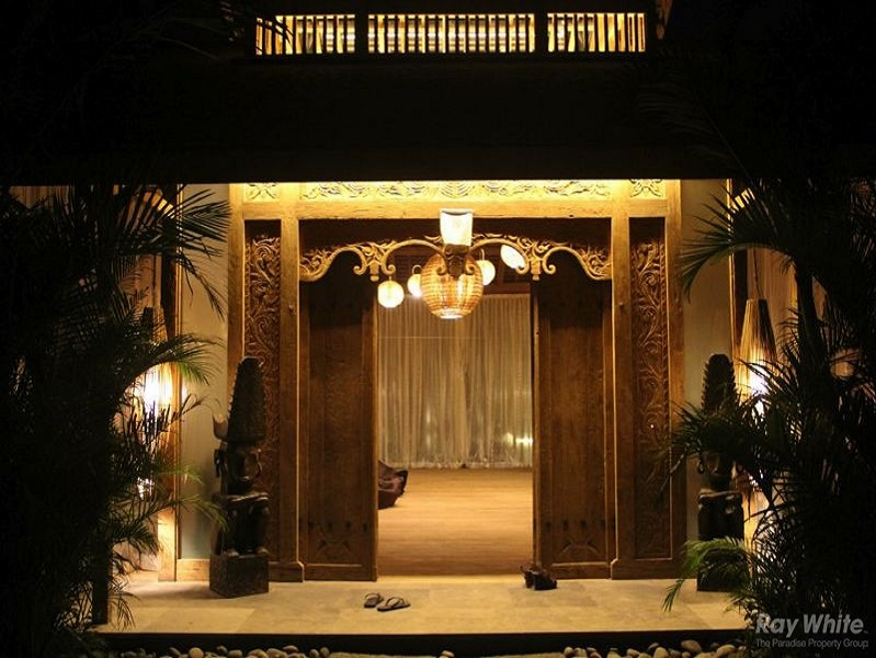 Breathtaking Traditional Joglo Style 4 Bedroom Leasehold Real Estate For Sale In Seminyak