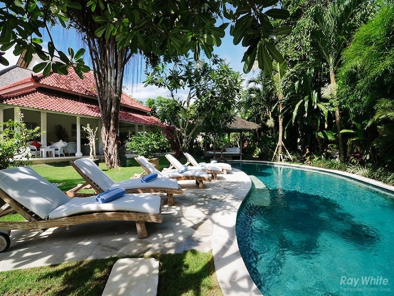 Stunning 5 Bedrooms Leasehold Colonial Real Estate For Sale Near Seminyak