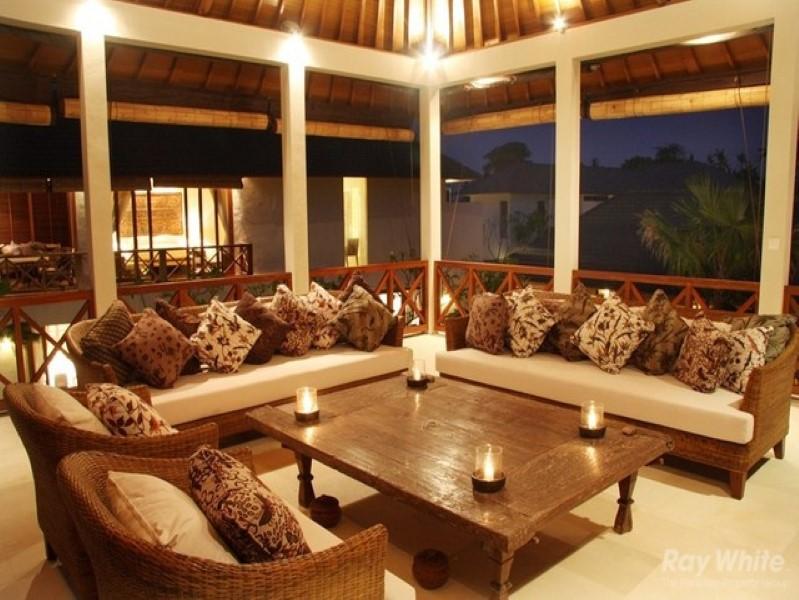 Cantik 4 Kamar Tidur Freehold Real Estate Hanya beberapa langkah dari Pantai Seminyak Dijual