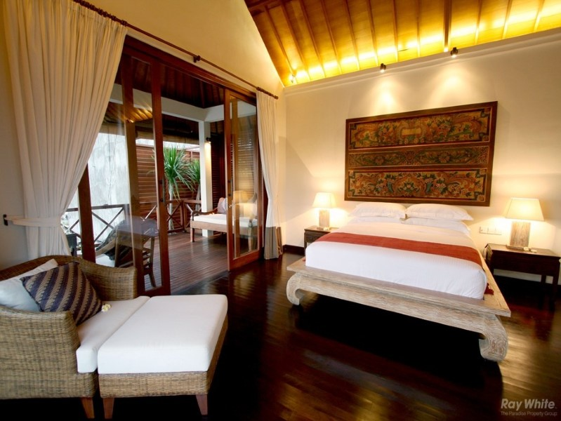 Gorgeous 4 Bedrooms Freehold Real Estate Just Few Steps From The Beach in Seminyak For Sale