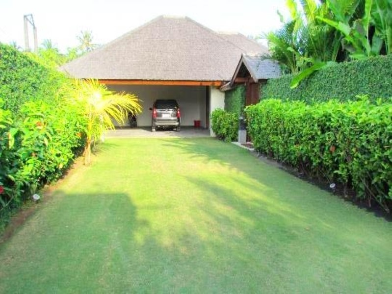 Beautiful Beachside 3 Bedrooms Freehold Real Estate For Sale in Tabanan