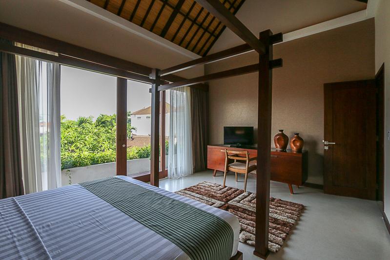 Modern 2 level freehold villa in Kerobokan ( minimum 2 years rental )