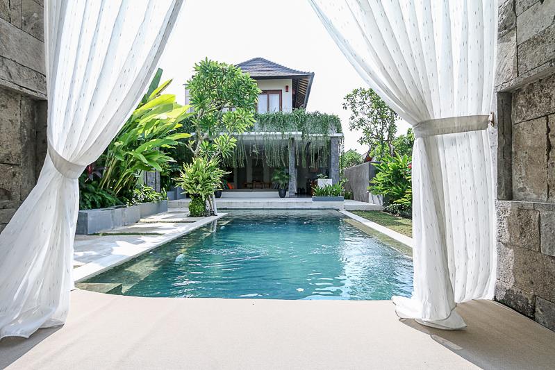 Villa en tenure libre niveau 2 moderne à vendre à Kerobokan