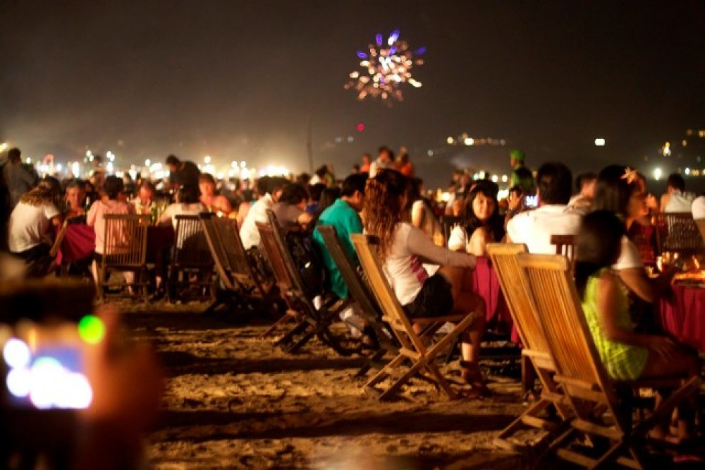 Perayaan Kembang Api di Pantai Jimbaran. Foto: Villabalisale.com