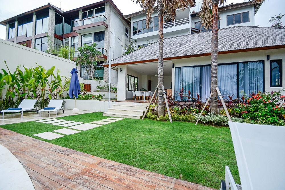 Stunning freehold villa with ocean view for sale in Bukit