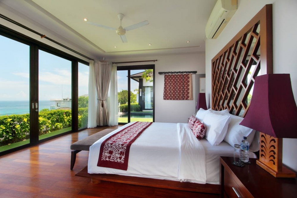 Fourbedroom Cliff top Villa