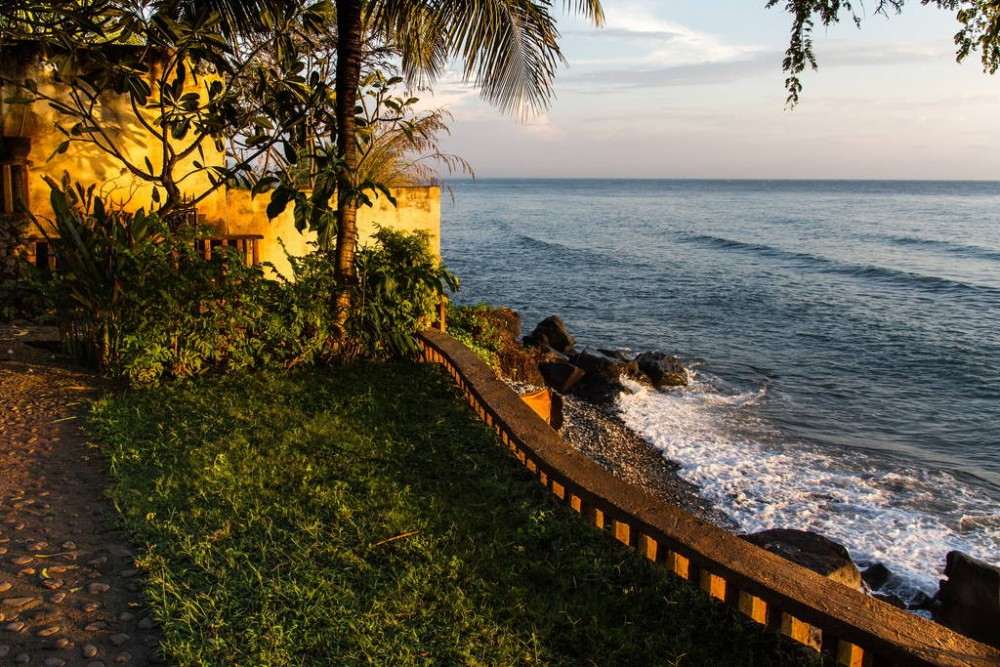 OnlYou Beach depan Villa