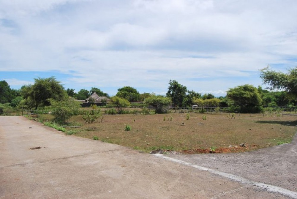 Freehold Land For Sale In Bukit At Walking Distance From Beach