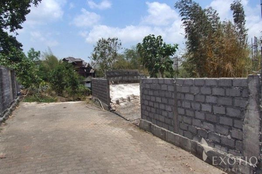 Good Freehold Land in a Gated Estate in Bukit