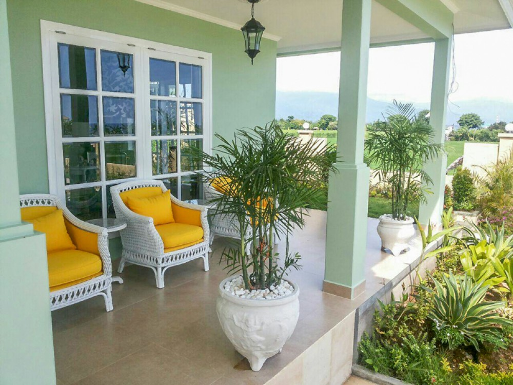 Freehold villa with spacious land for sale in Lovina