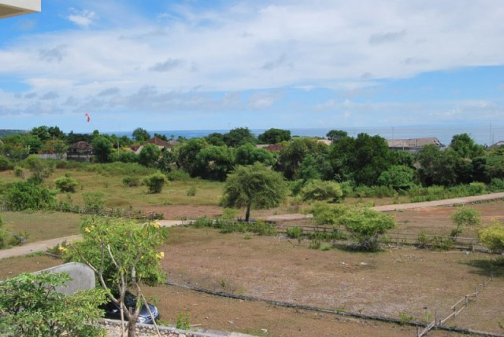 Freehold Land Walking Distance From The Beach