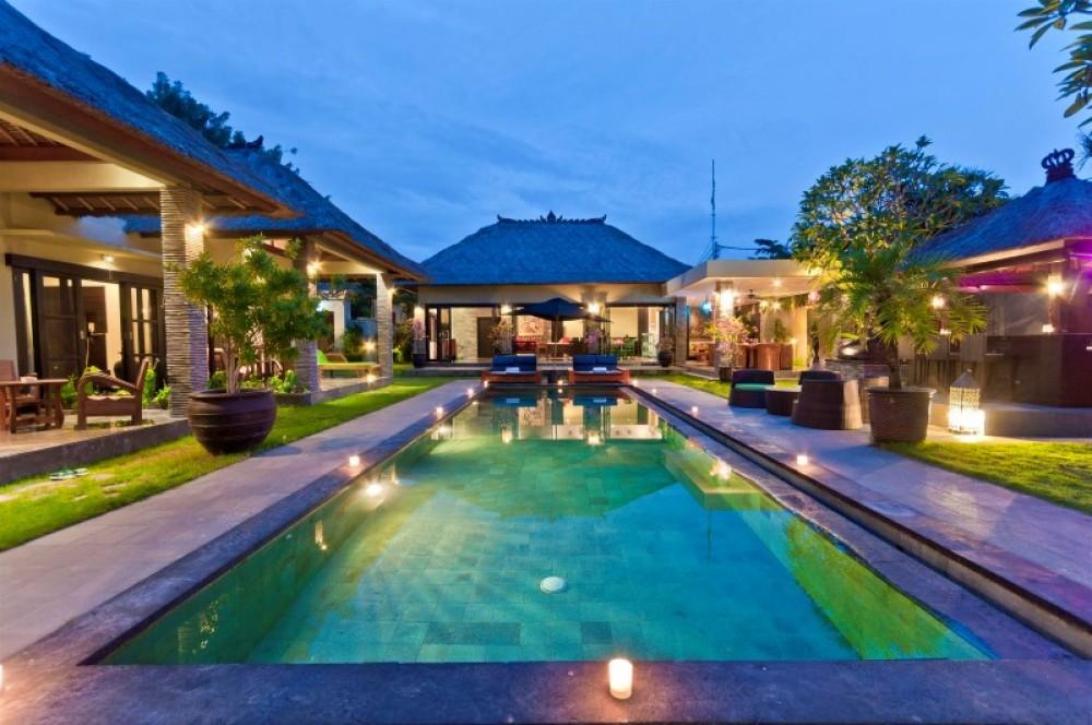 4 Kamar Tidur - Villa Mahkota - Central Seminyak