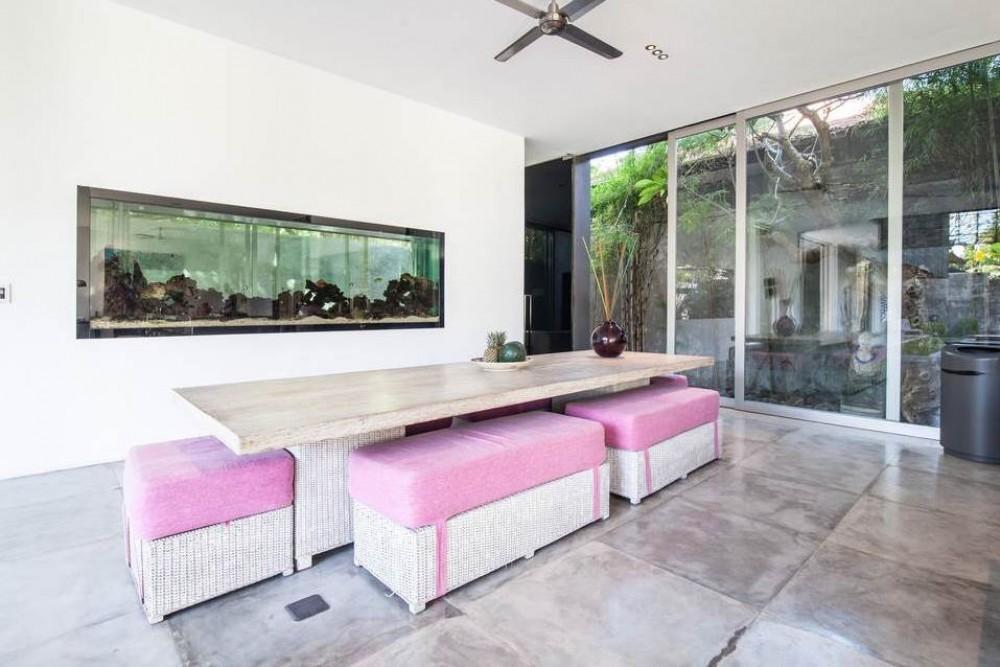 Modern 4BD vila dengan kolam renang