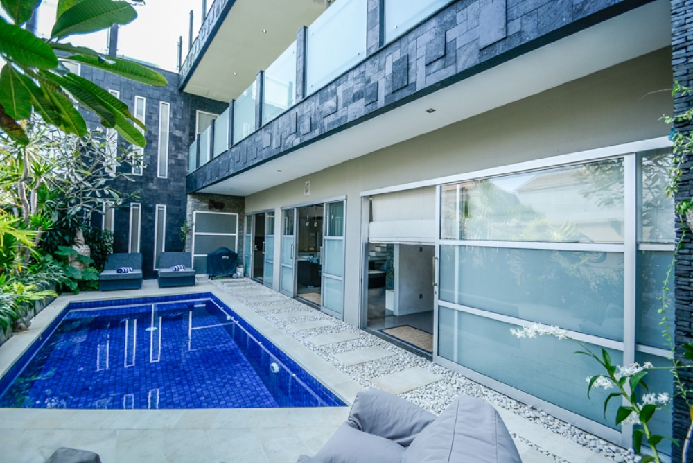Modern 6 bedrooms villa for sale in Berawa