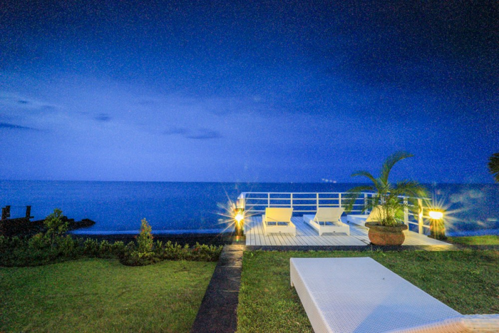 Amazing beachfront villa for sale in North Bali