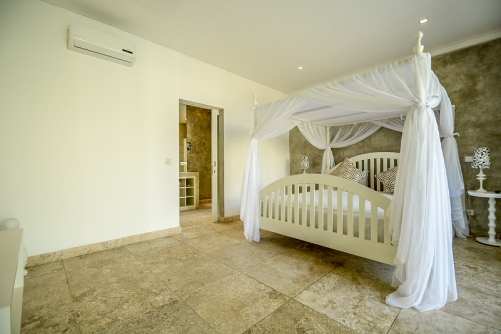 Two level three bedrooms villa for sale in Berawa