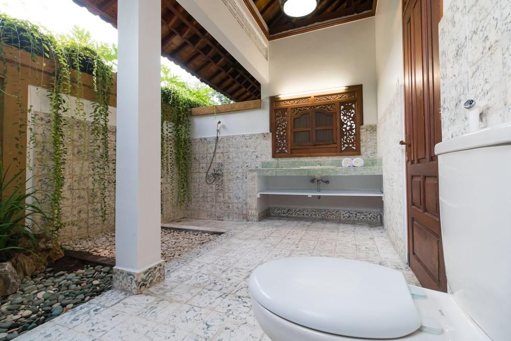 beautiful traditional villa for rent in seminyak