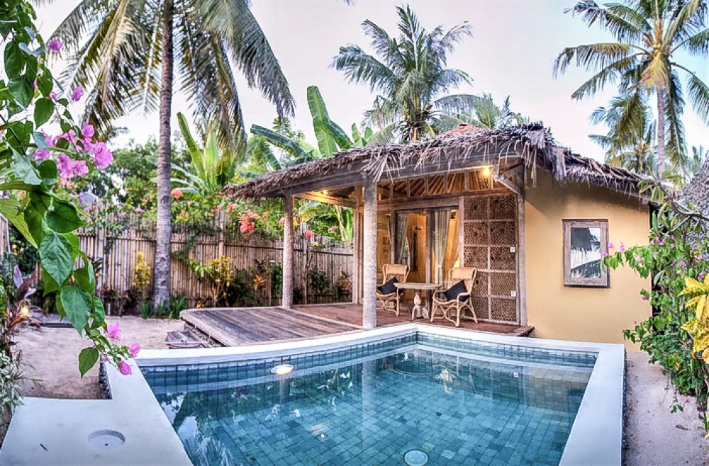 Traditional villa with spacious land for sale in Lombok