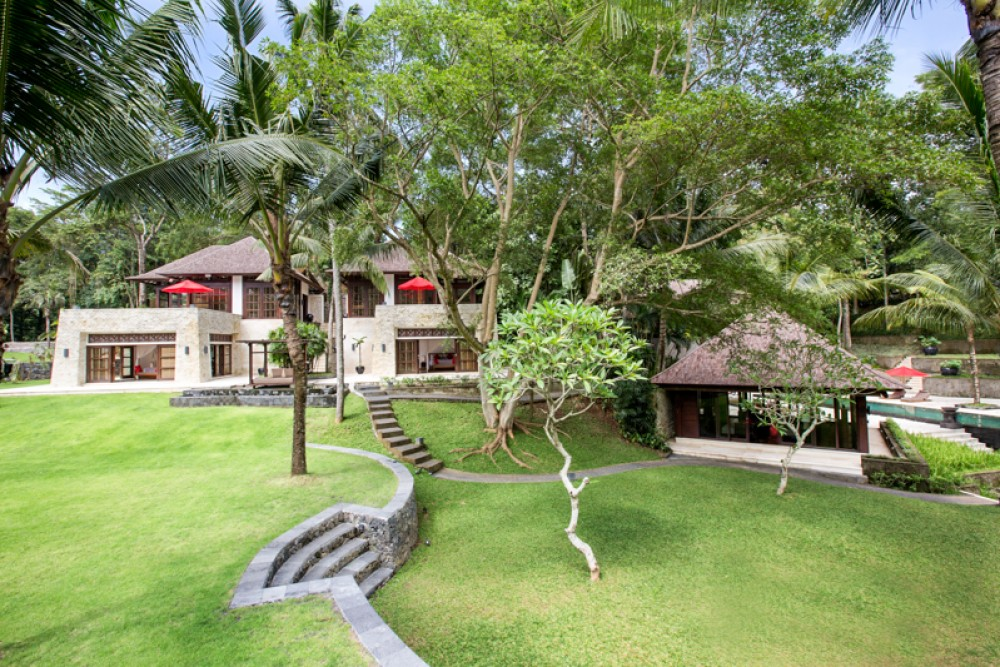 Luxurious villa with spacious land for sale in Canggu
