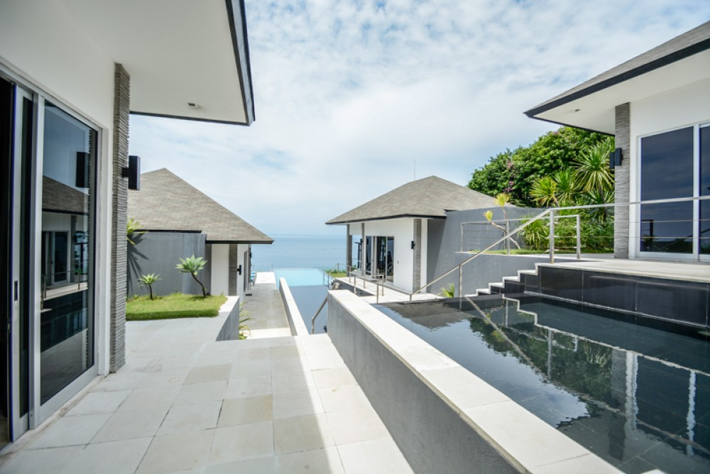 Luxury clifftop with ocean view villa for sale in Pecatu