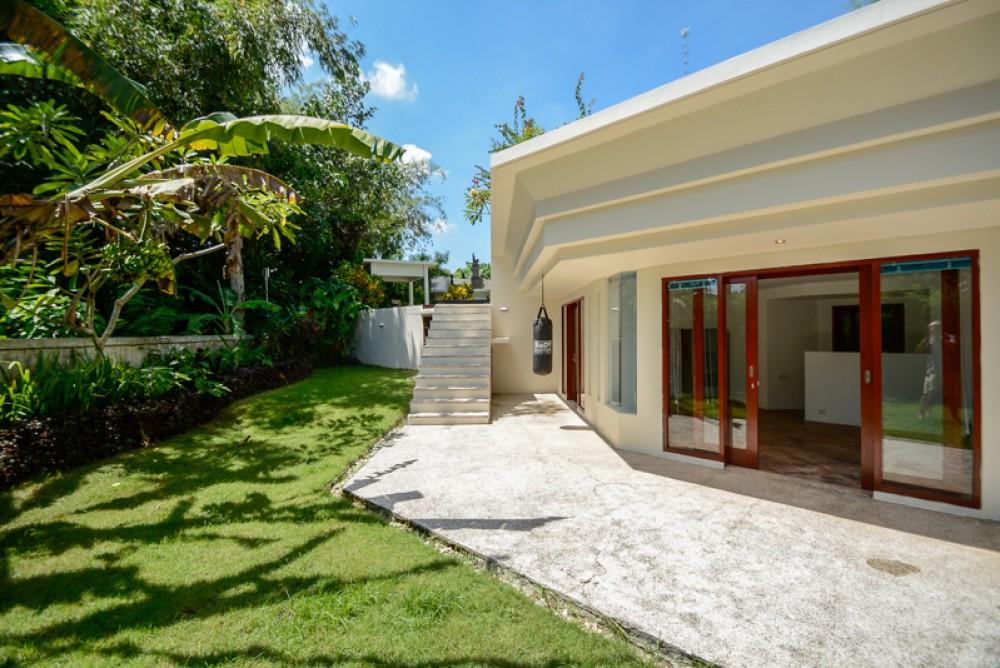 Amazing modern villa with spacious land for sale in Pererenan