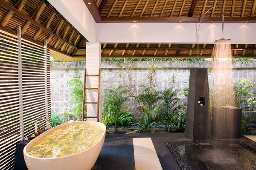 Kemewahan dan villa enam Kamar santai dijual di Tabanan