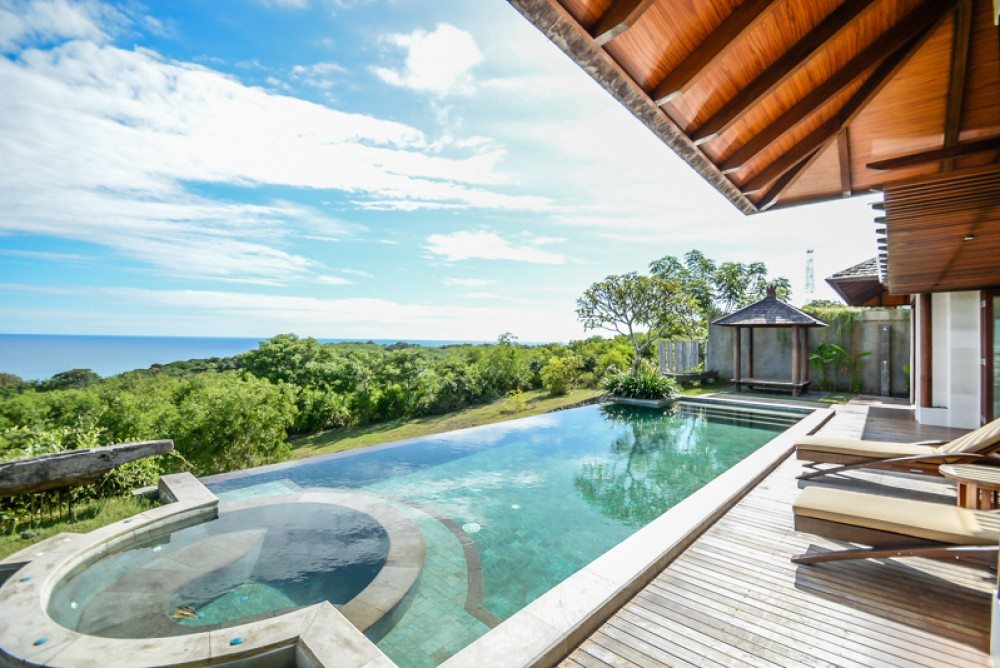 Cliff side freehold villa for sale in Bukit