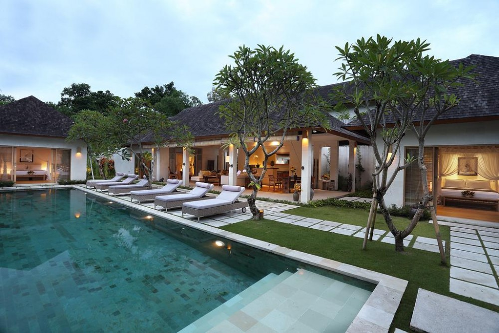 3 kamar tidur prasarana Bali yang mewah gaya Real Estate untuk dijual di Seminyak