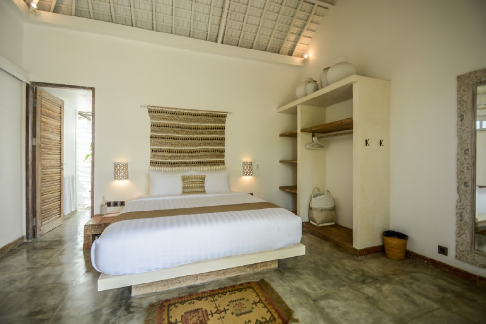 Brand new traditional villa with spacious land and long lease for sale