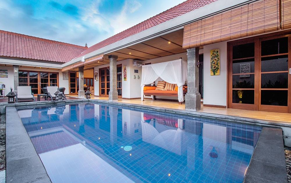 beautiful three bedroom villa for rent in seminyak ( available end of may 2019 )