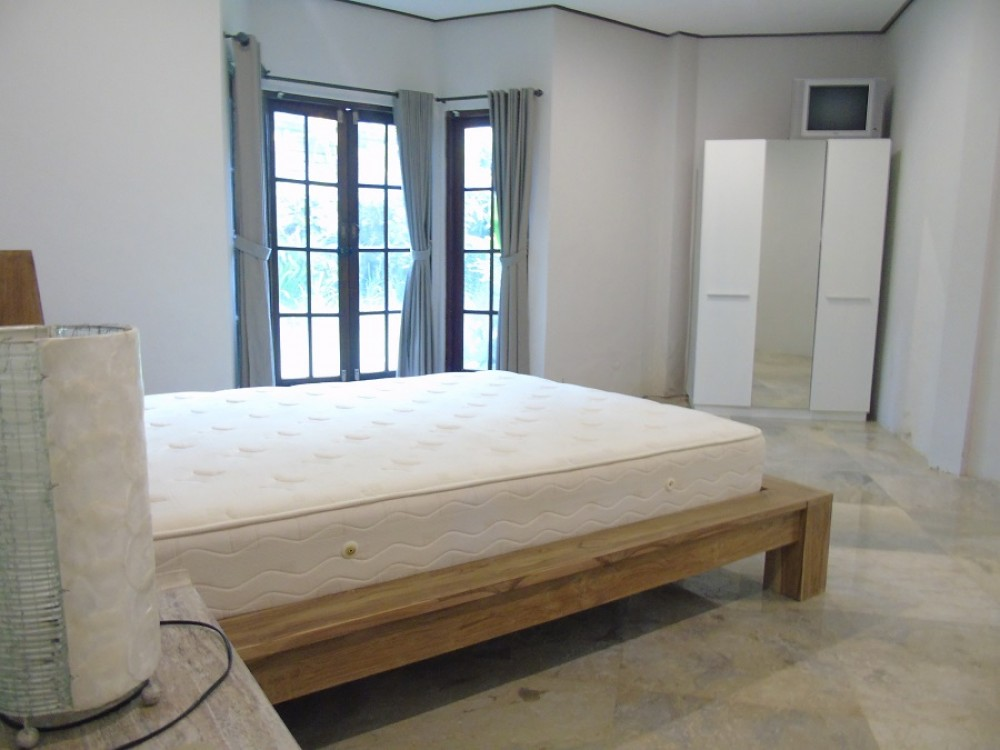 Spacious five bedroom villa in umalas street ( available on august )