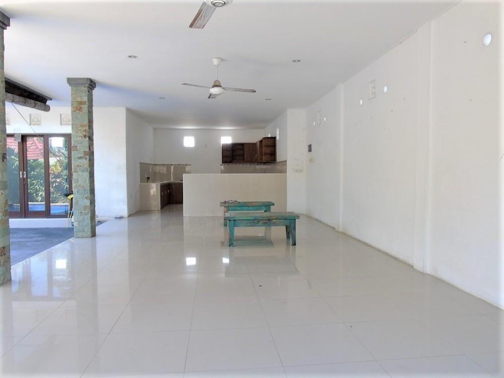 three bedroom villa walking distance to batu bolong beach canggu