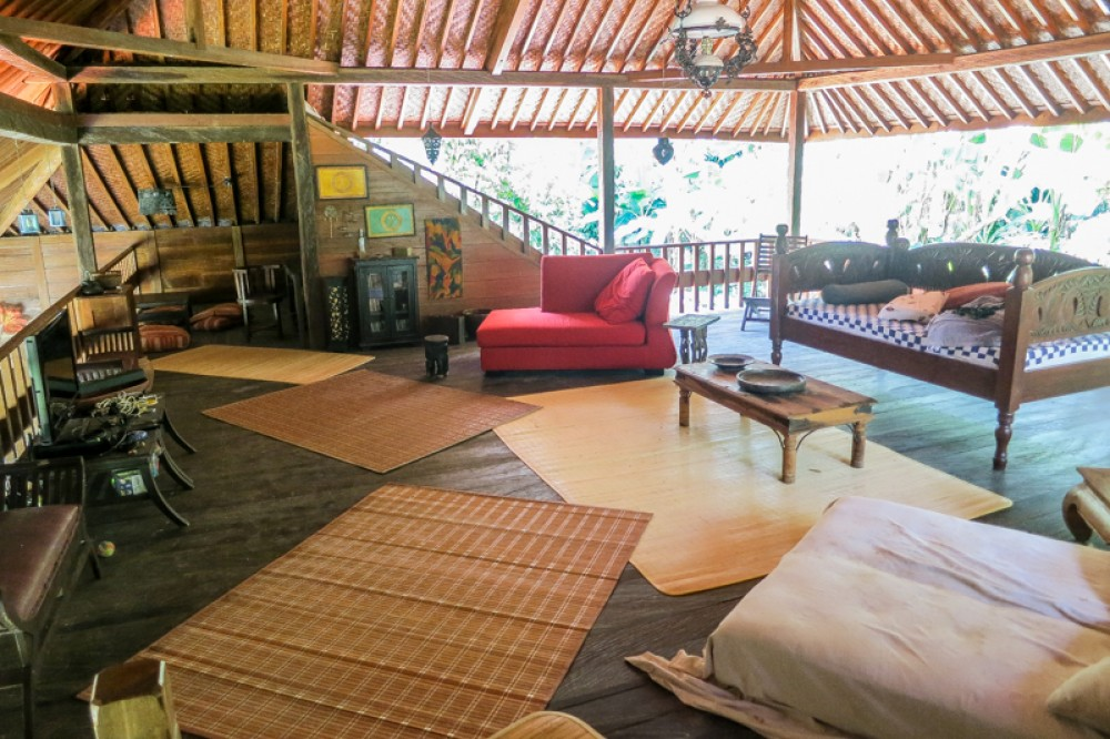 Traditional wooden villa with spacious land for sale in Tabanan