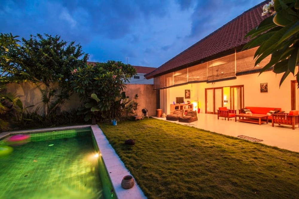 great two bedroom villa for living in great area of berawa canggu