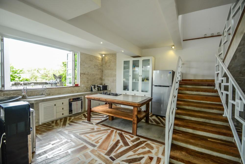 Vila dua tingkat yang indah dengan luas lahan untuk dijual di Berawa