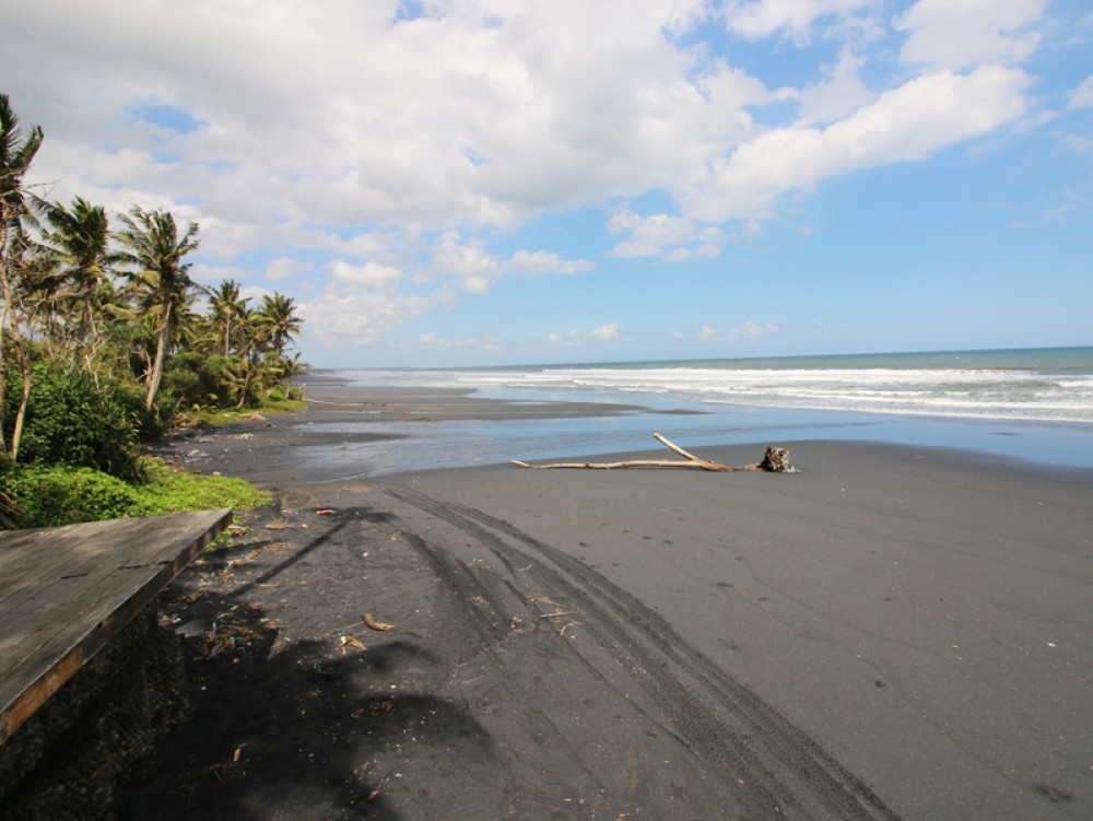 Tanah pinggir pantai yang fantastis di daerah Pasut - Tabanan