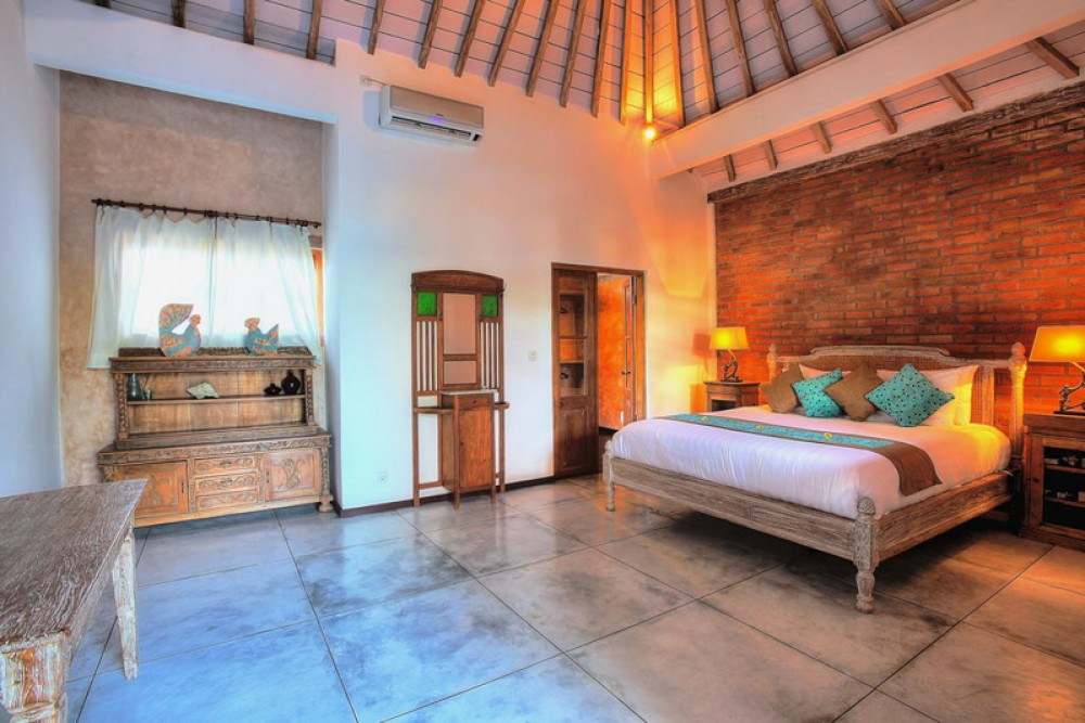 Tropical three bedrooms villa for sale in the heart of Seminyak