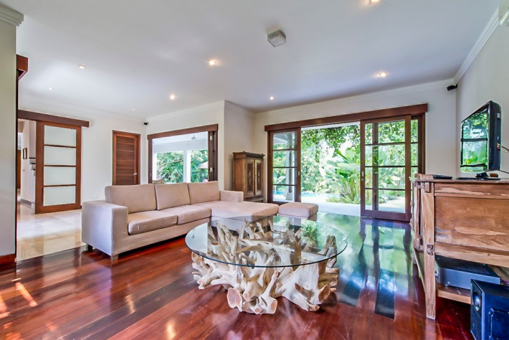 Luxury and spacious villa with rice paddies view for sale in Canggu