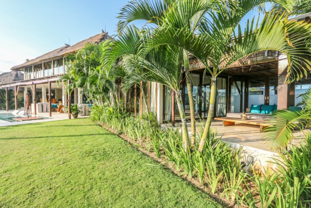 Hati 12 Kamar Tidur Leasehold Beachfront Real Estate Dijual di Seseh