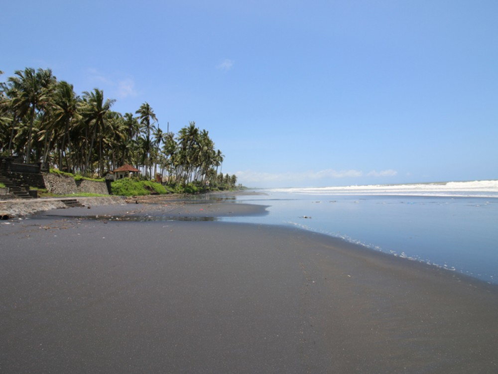 Tanah depan pantai yang indah dan murah